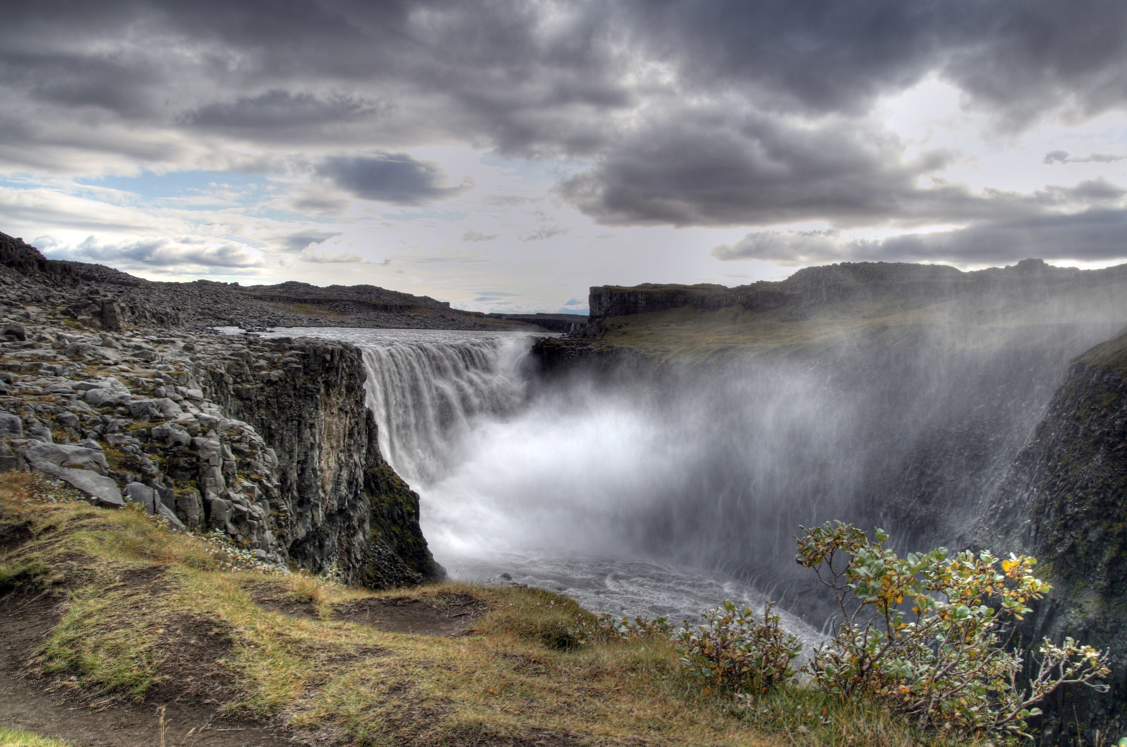 Dettifoss Waterfall Closed Due To Dangerous Conditions ...
